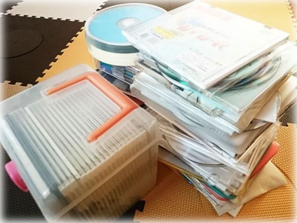CD・DVDの捨てる山