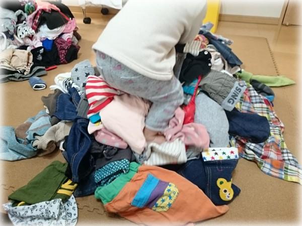 捨てる服たち