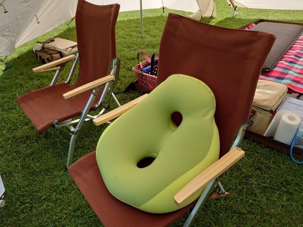 MOGUシットジョイを椅子にのせた画像